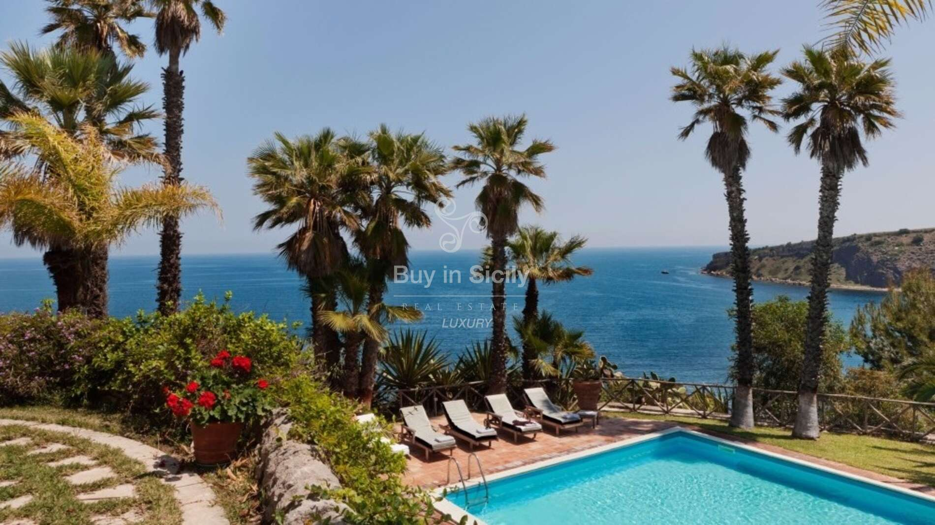 Exclusive villa with amazing private beach on the sea