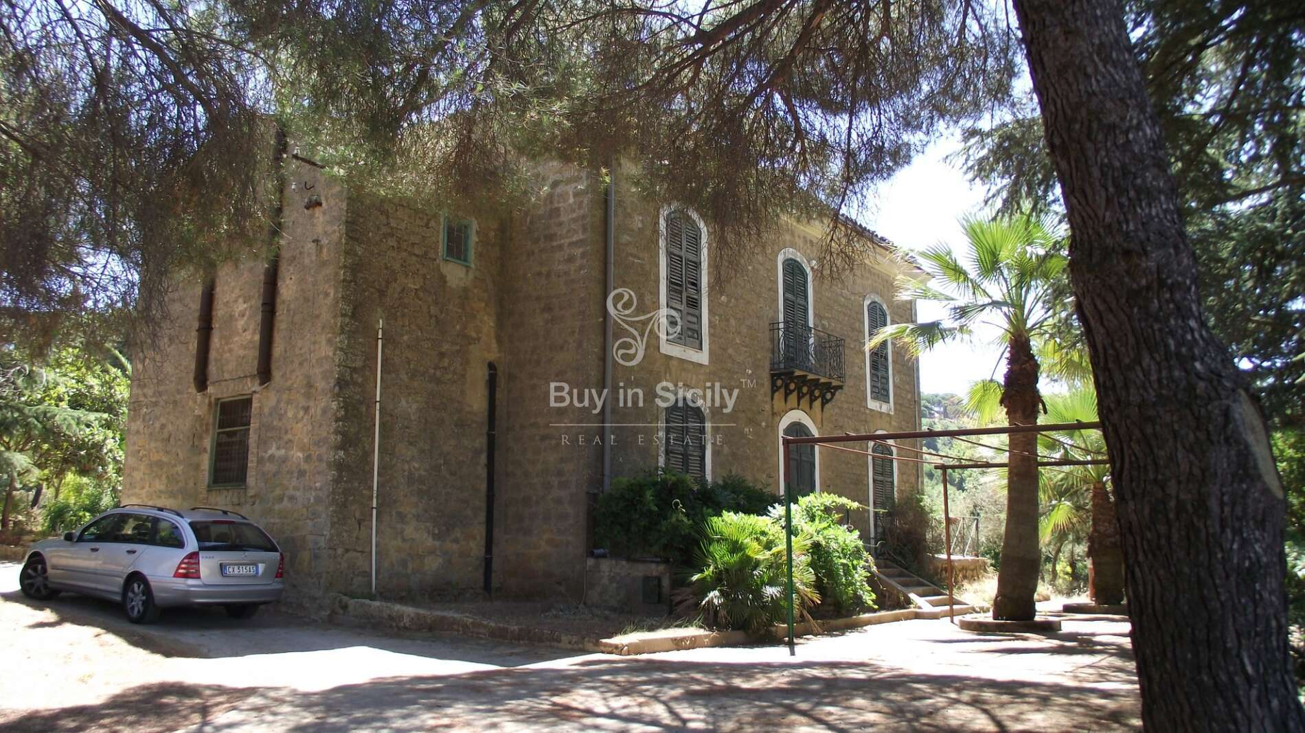 Historic Villa of 1850, surrounded by a large park, located in the heart of Piazza Armerina (EN)