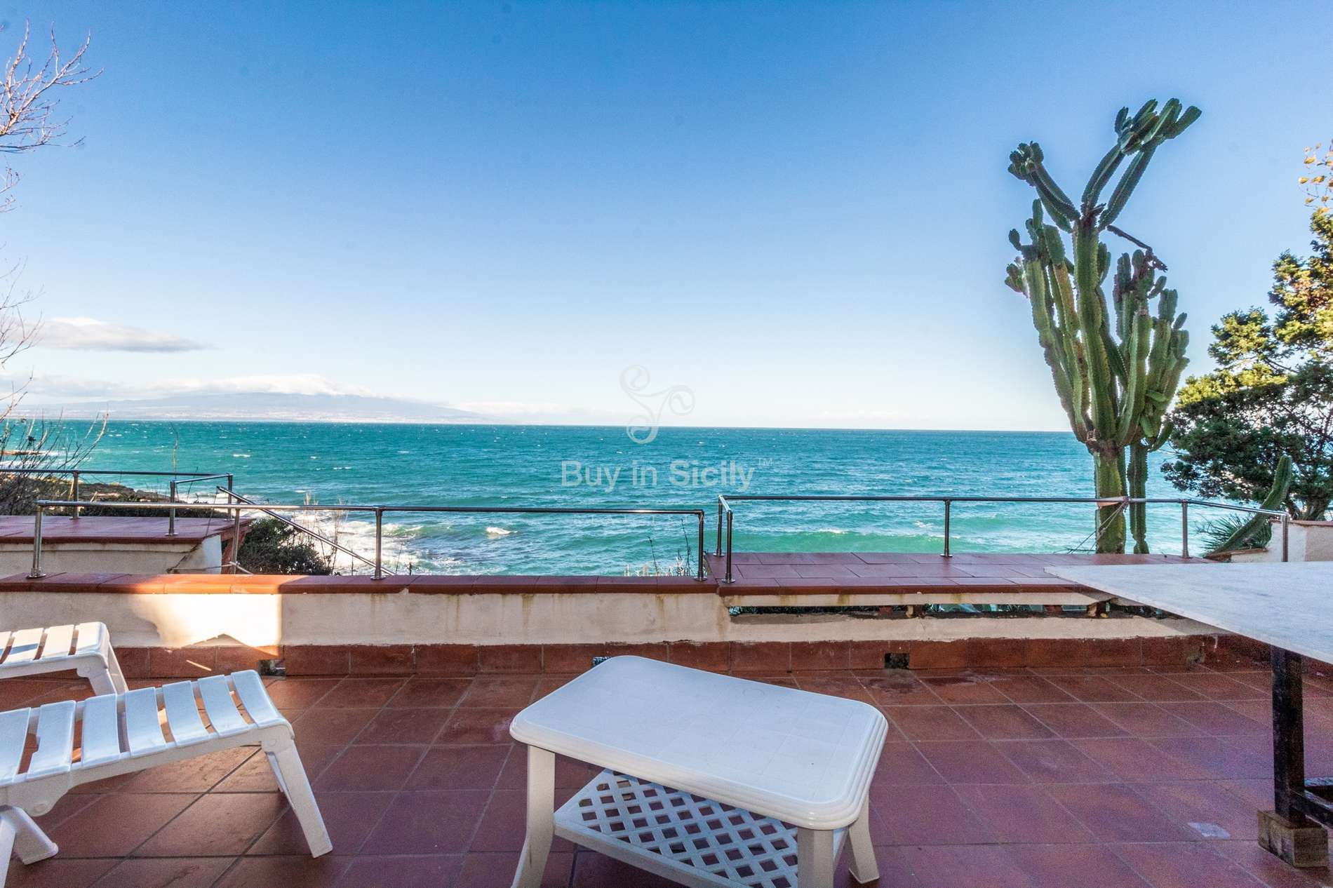 Panoramic terraced villa with private access to the sea, Augusta (SR)